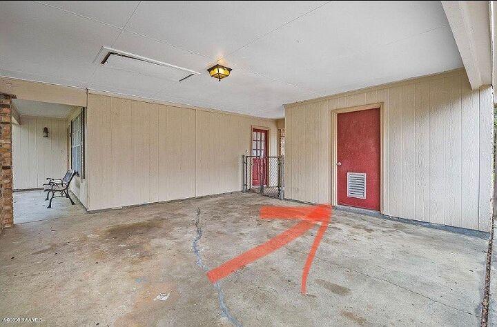 q door on outside storage room has vent