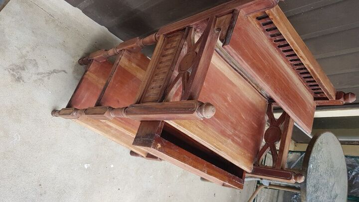 q can anyone tell me about this furniture piece