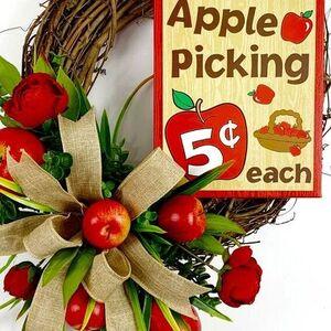 Cute Apple Wreath