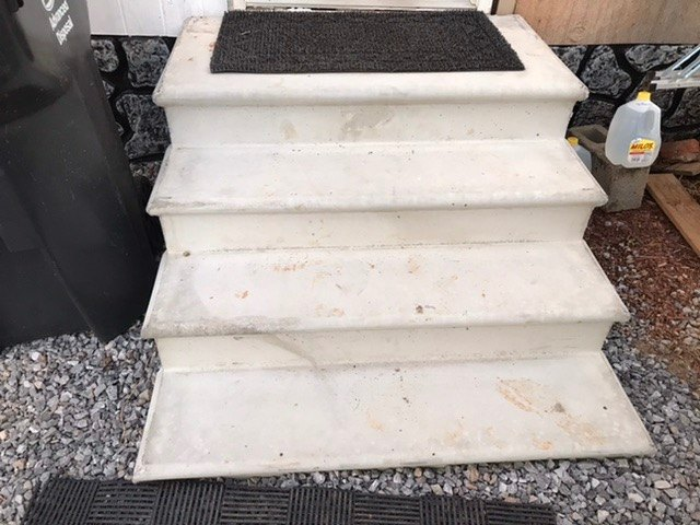 q suggestions for staining concrete steps