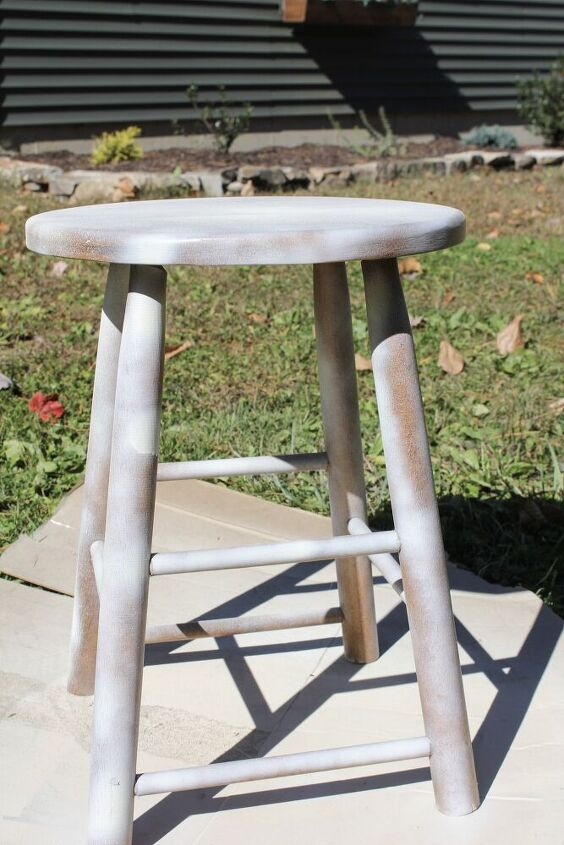 how to make a farmhouse style wooden stool with an antique patina