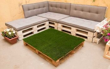 Coffee Table From Pallet And Artificial Grass