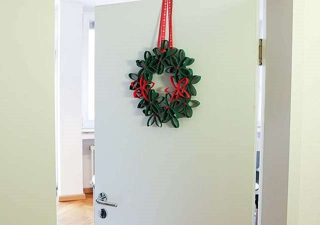 quick and cheap door wreath