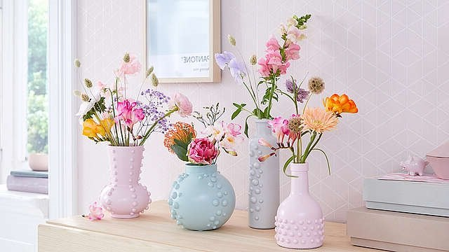 vases with bead pattern
