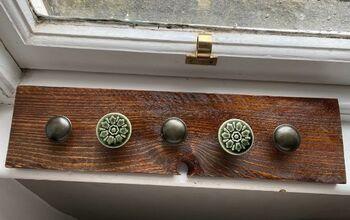 DIY Kid's Coat Rack From Old Pallet Wood
