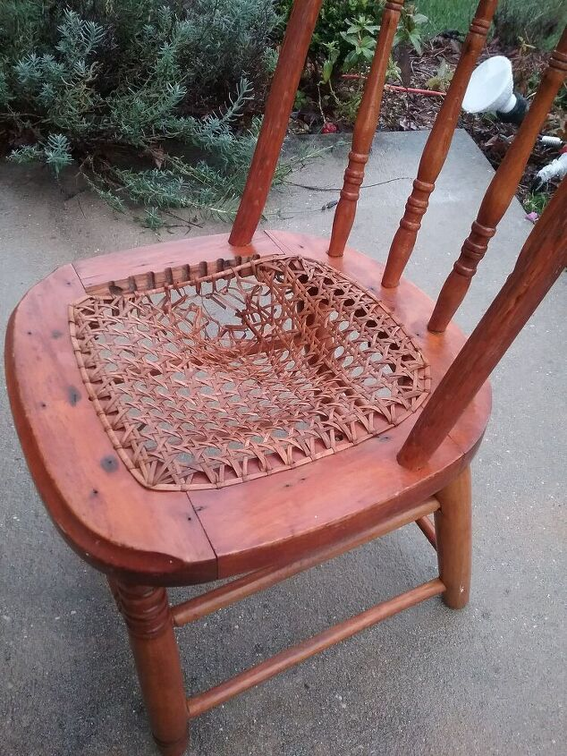 q how to fix the seat of this chair