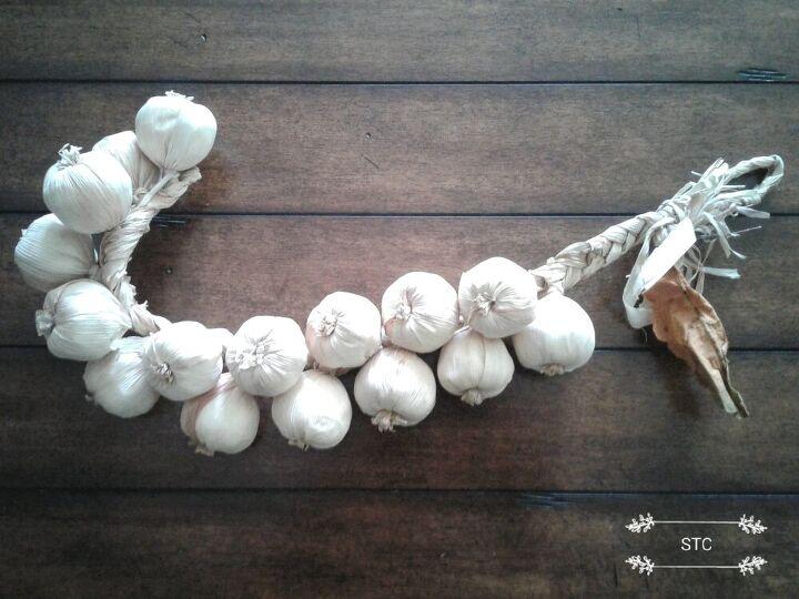 creating easy custom floral picks for flower arrangements, Faux Garlic Bulbs
