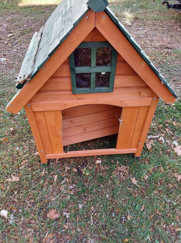 outdoor gingerbread house from a doghouse