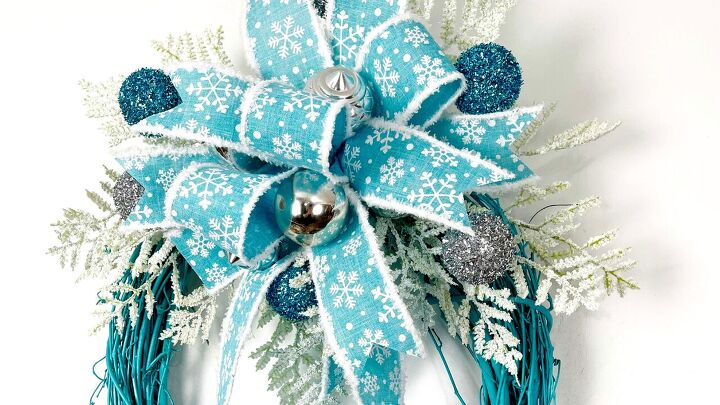 s 15 holiday wreath ideas you won t see on anyone else s front door, Snowflake Wreath