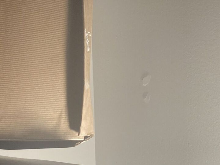 q ceiling circle cracks