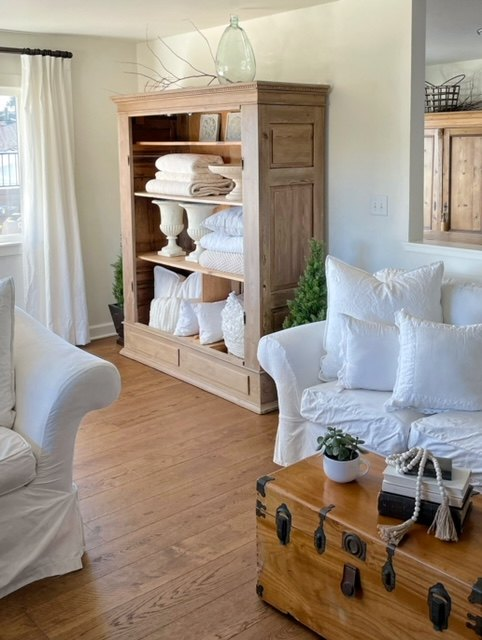 how to store blankets and decor