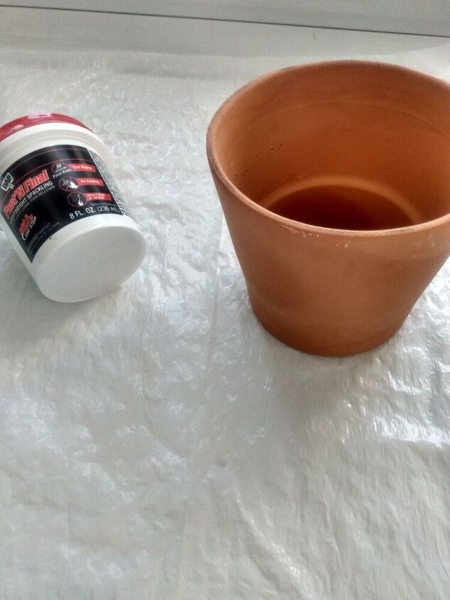 aged clay pots using dollar store spackle