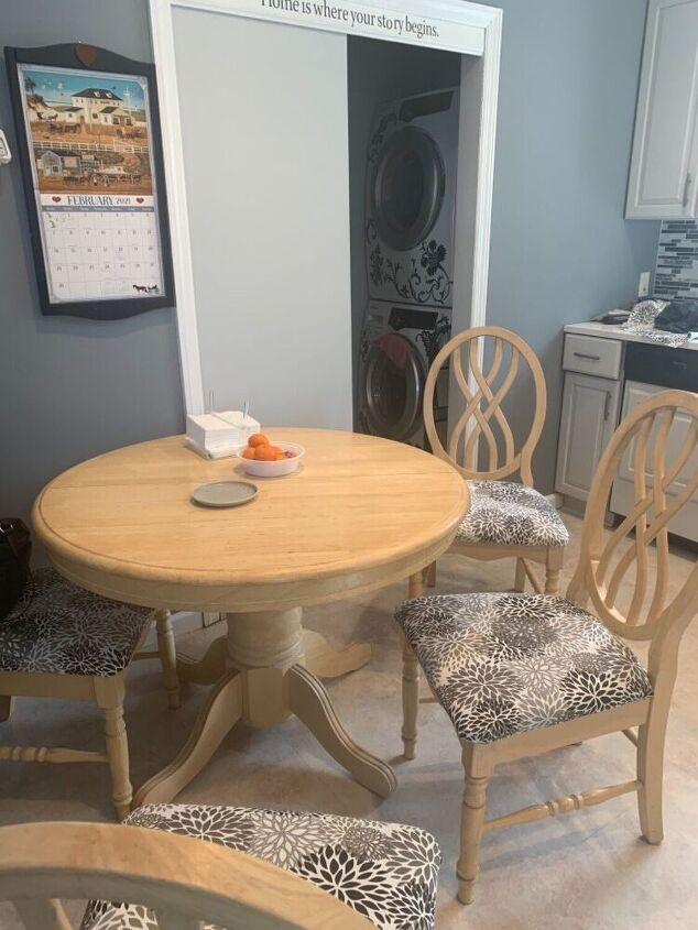 q paint a light maple table and chairs