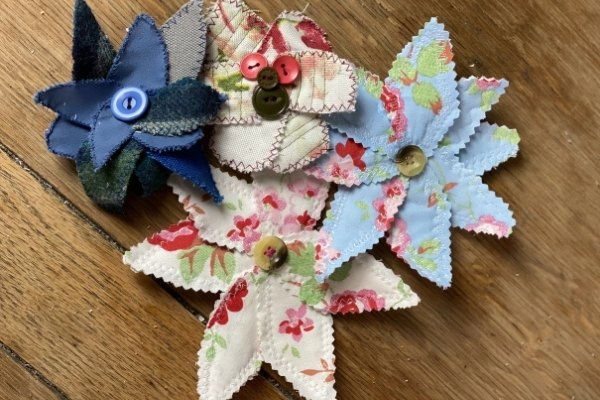 easy scrap fabric flowers, Photo Upcycle My Stuff