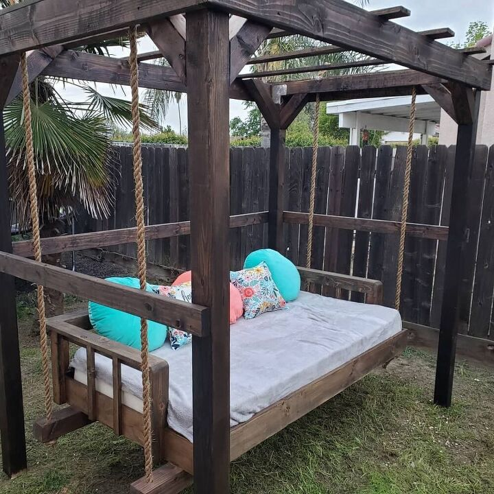 reuse an old mattress for a handing bed in the back yard