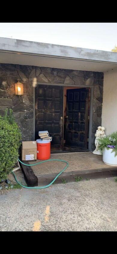 q how to lighten retro house with dark entry
