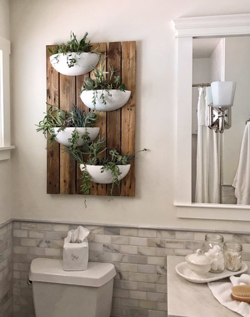 living wall out of pallet wood