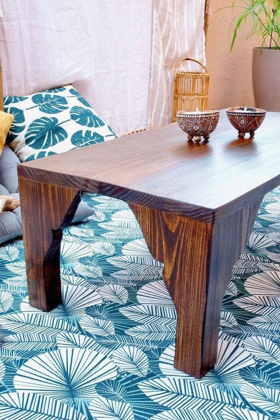make your own diy outdoor coffee table with carved legs