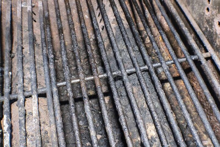 q how to clean grill burners