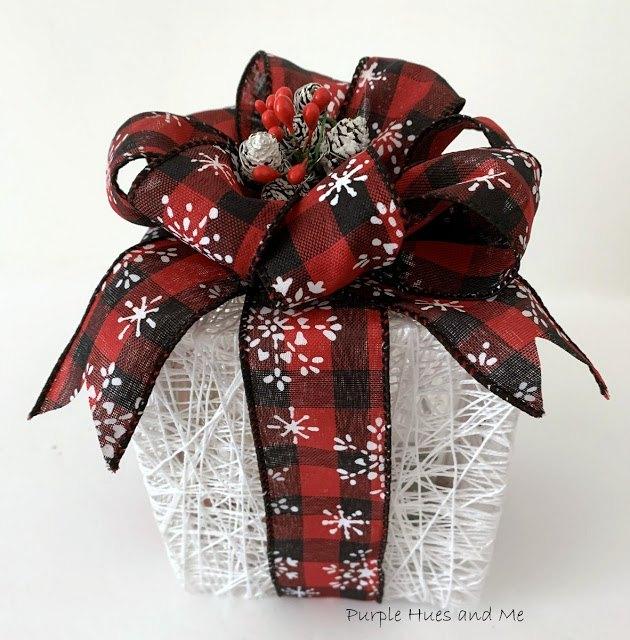 create a holiday string box