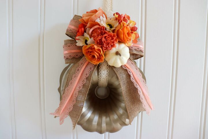 s 14 fun uses for old unwanted baking pans, A pretty pumpkin wreath