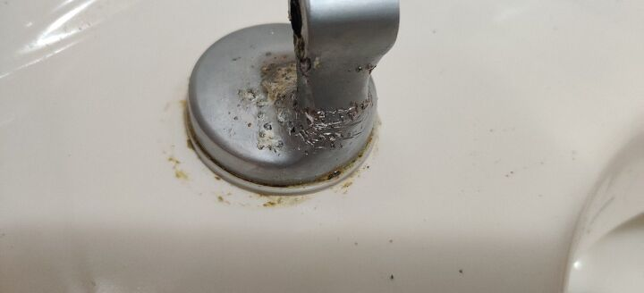 q toilet lid nuts do nothing when turning