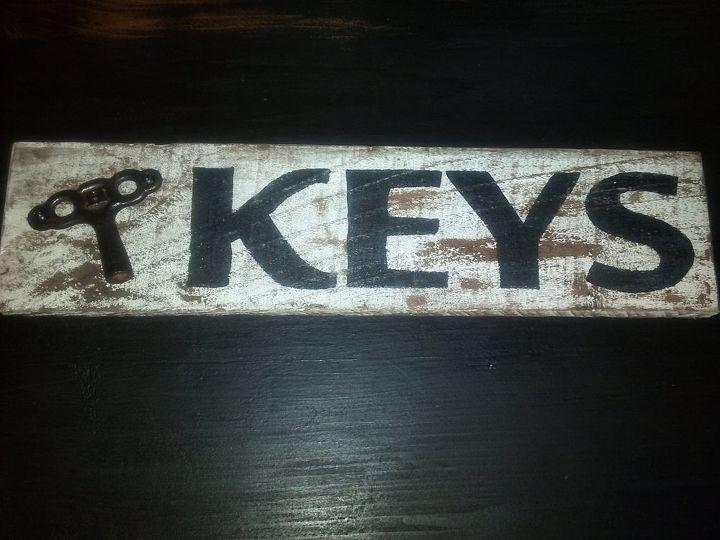 Keys - pallet sign