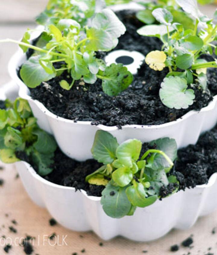 2 tiered bundt pan planter, gardening, repurposing upcycling