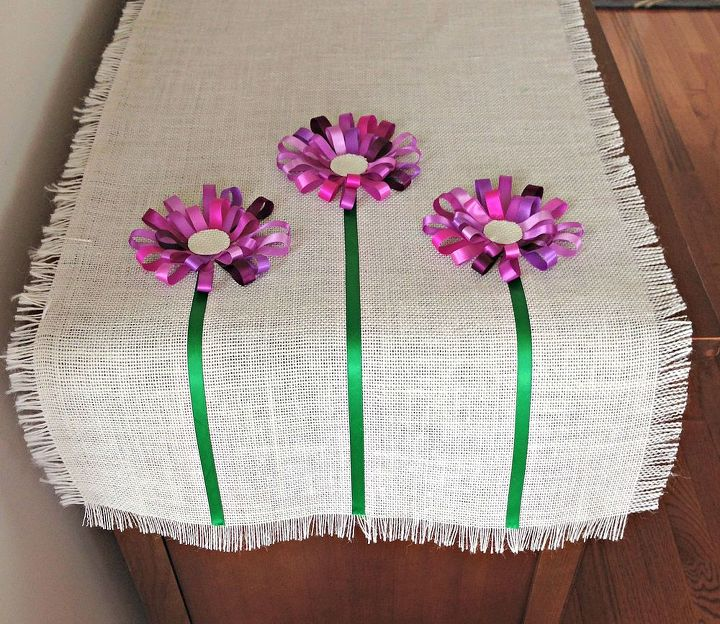 Making a tablerunner is the ultimate expression of any season for décor and entertaining, especially to welcome spring.
