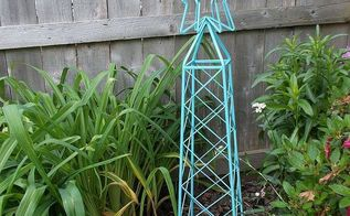 i have the spray painting fever, gardening, outdoor furniture, outdoor living, painted furniture, rusted obelisk
