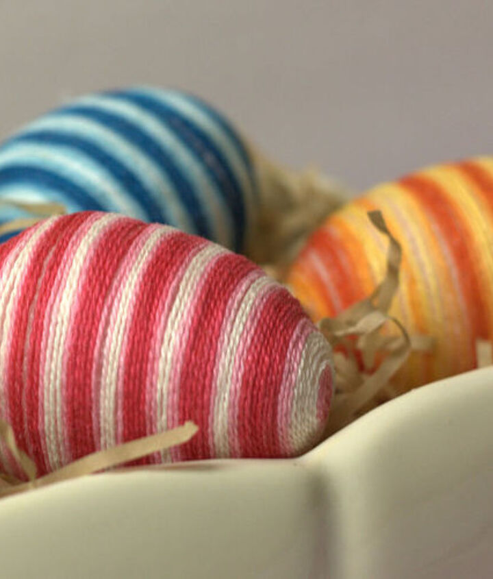 The stripes on the eggs are formed not with individual colors of floss but with one skein of friendship bracelet string.