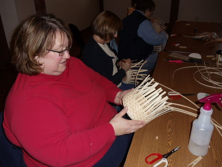 This is the basket below, see how she has the reed up straight, that is why it is tall and smaller, mine above u can see how it is loose and the spokes are outward more