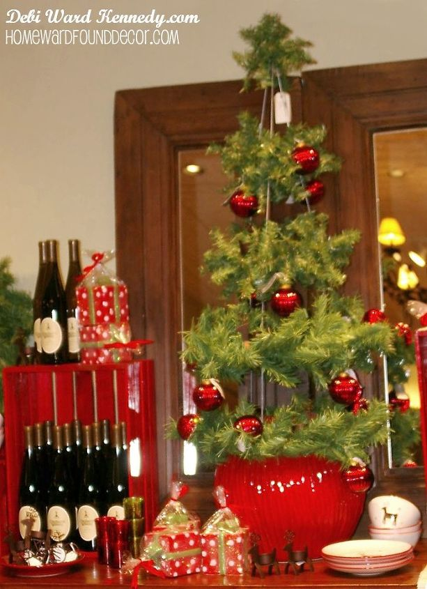 fast cheap easy tomato cage trees, christmas decorations, repurposing upcycling, seasonal holiday decor