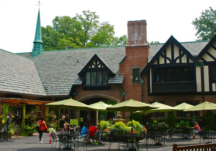 The Carriage House was once the ten-car garage, stable, and living quarters for the chauffeur and groomsmen. Now it serves as a visitor center for purchasing tickets, buying a light lunch in the cafe, or browsing their garden shop.