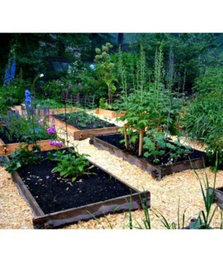 Farmstead raised garden beds from EarthEasy.com