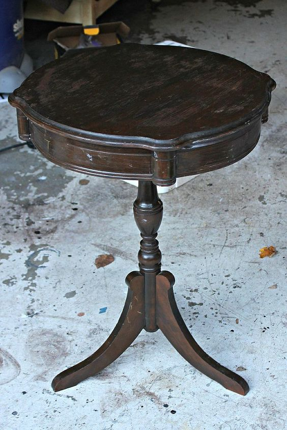 stripey round table makeovers using chalk paint by annie sloan, bedroom ideas, chalk paint, painted furniture, Round table before