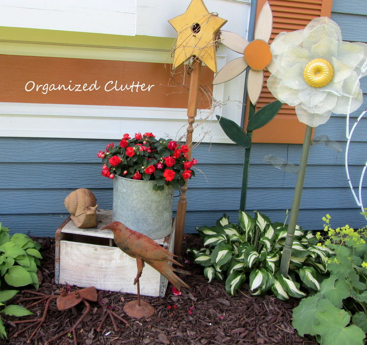 How about you?  Are you a traditional flower gardener or a junk garden fan?