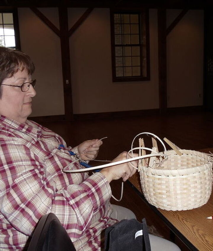 Julie wrapping top, u can c she was loose wrapping hers like I was, same size as mine, she has made baskets before, I never have so I felt great