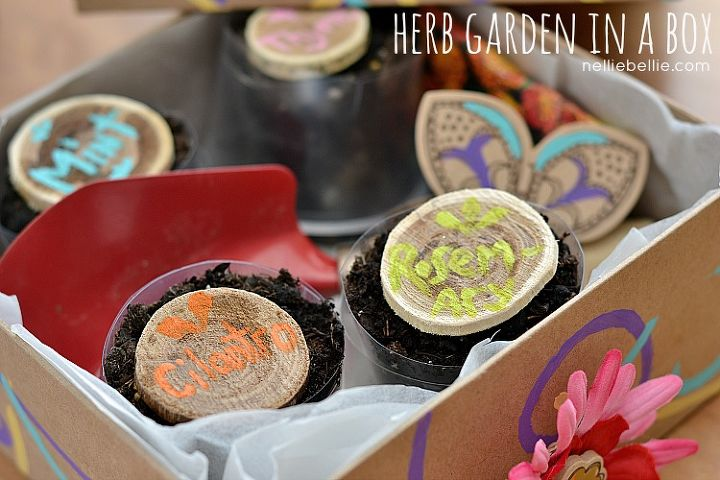 Your herb garden should have pots with herbs, name tags, and personalized gifts.