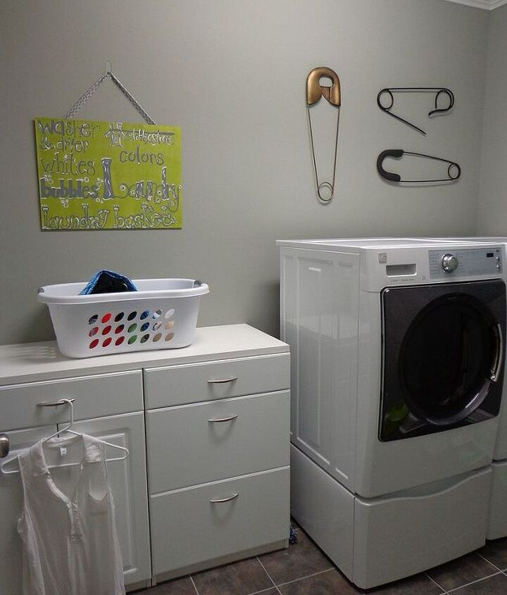 Adorable wall art in the laundry room!