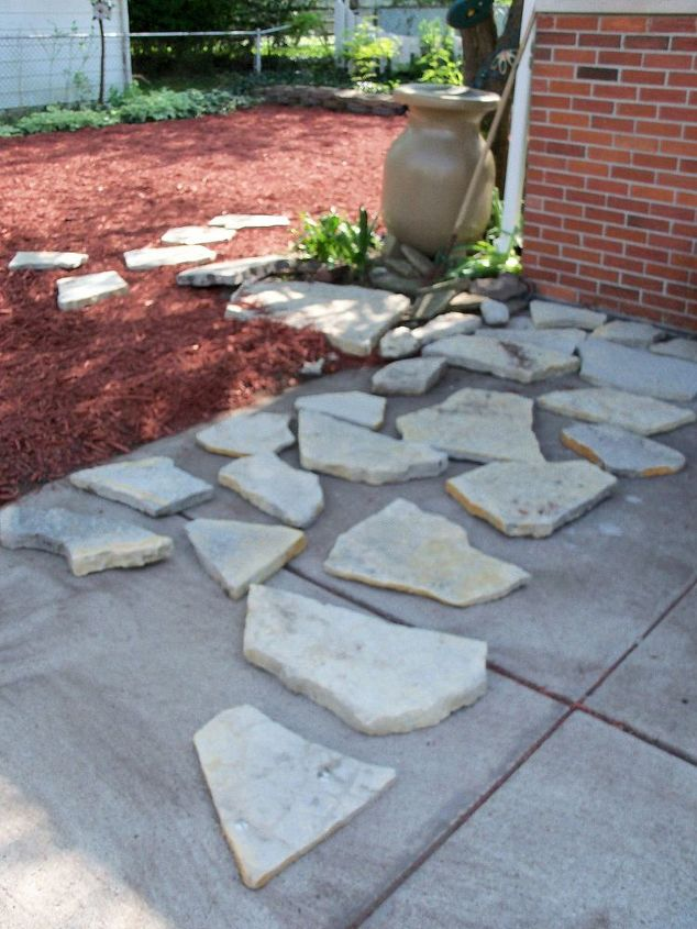 First I had laid out the stones on the driveway to be able to see the shapes.
