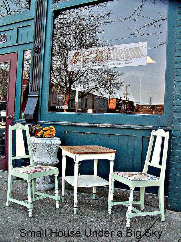 The completed table and chairs in front of one of my consignment outlets.