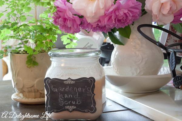 gardener s hand scrub, chalkboard paint, crafts, gardening, mason jars