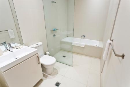 universal shower design, bathroom ideas, home decor