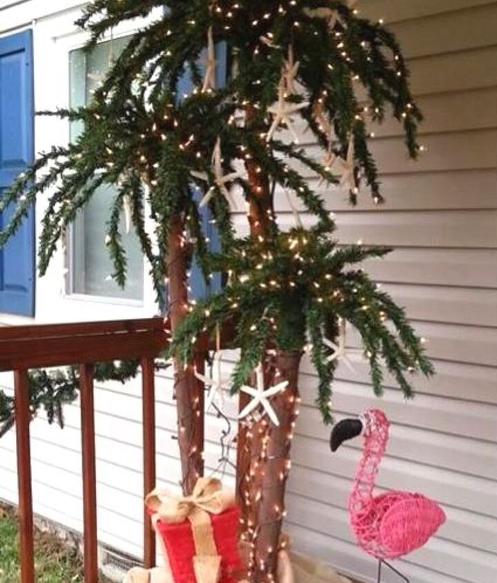 Outdoor Christmas palm tree.