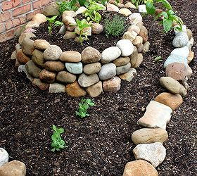 How To Create A Small Vegetable Garden Using A Garden Spiral, Gardening,  Last Year