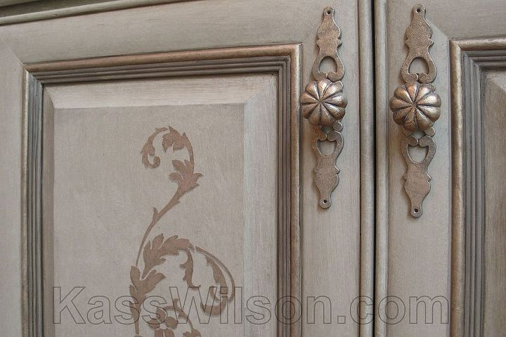 Attention to details . . . even the hardware was painted! http://kasswilson.com/shift-into-neutral-a-dining-room-redesign/