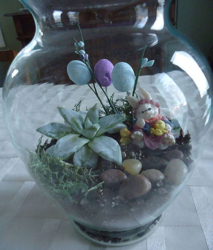 Make this cute centerpiece for your Easter dining enjoyment.