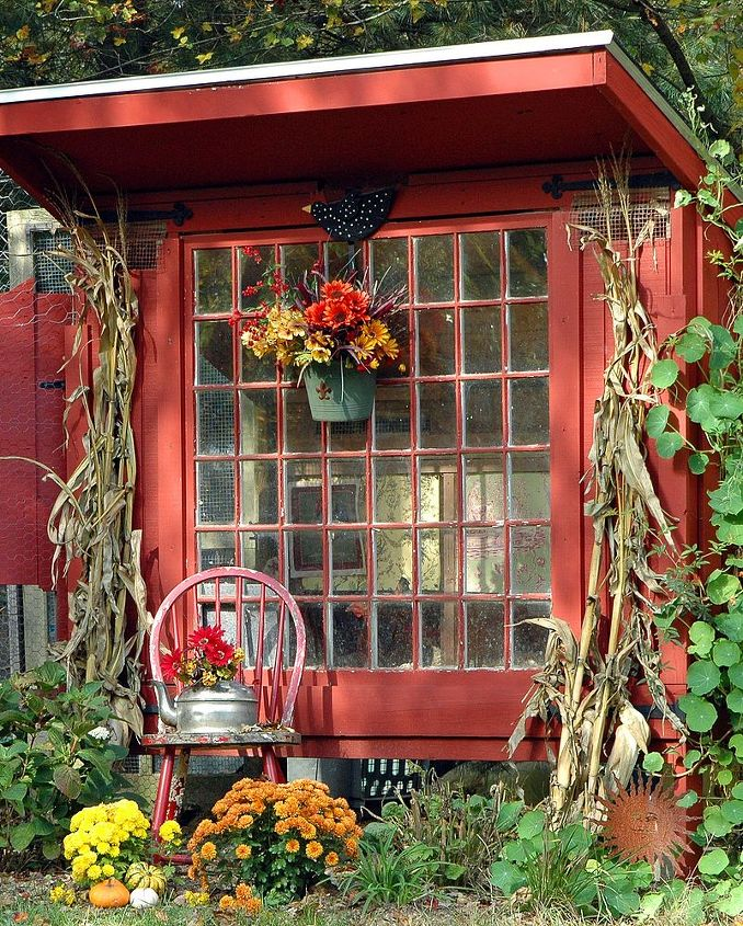 the little red hen house is all gussied up for fall, outdoor living, seasonal holiday decor