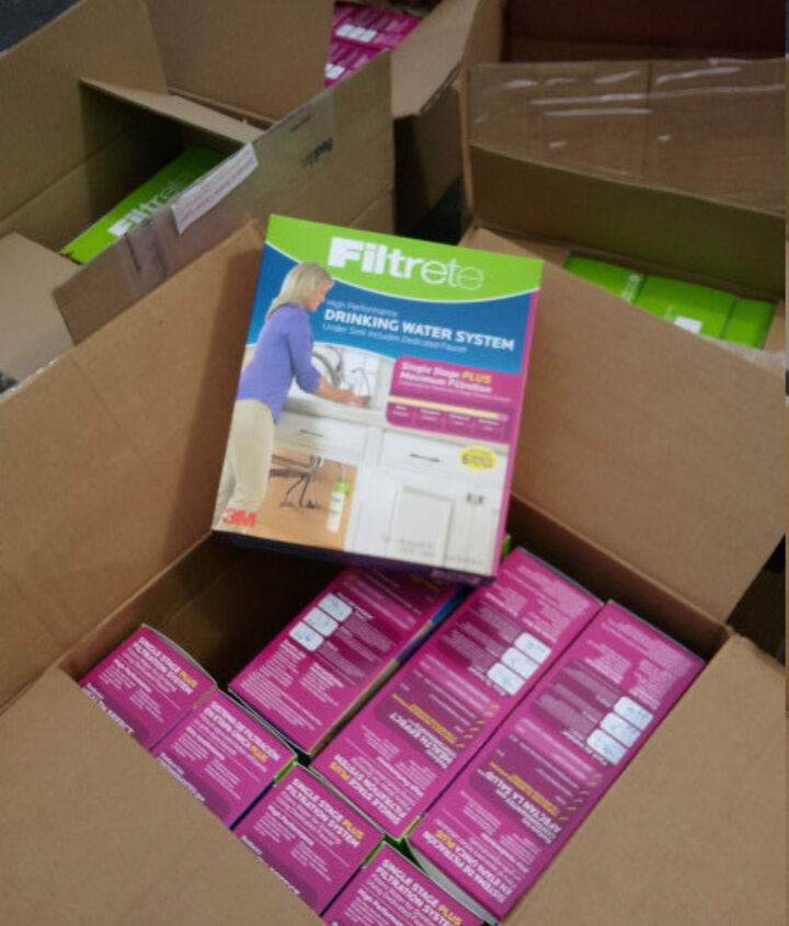More swag!  Filtrete is giving each attendee a water filtration system.  woohoo!  I got 25 of them today via FedEX. These retail for over $70 each.
